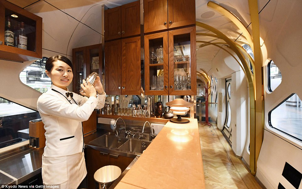 Shiki-Shima-Train-Suite-Japan-Ultra-Luxurious-Sleeper-Train-the-bar-the-chic-flaneuse