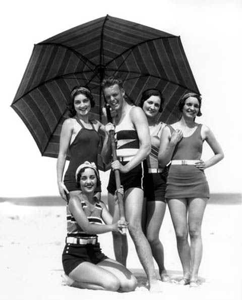 1930 at the beach-thechicflaneuse