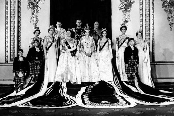 Queen elisabeth coronation day-group thechicflanesue