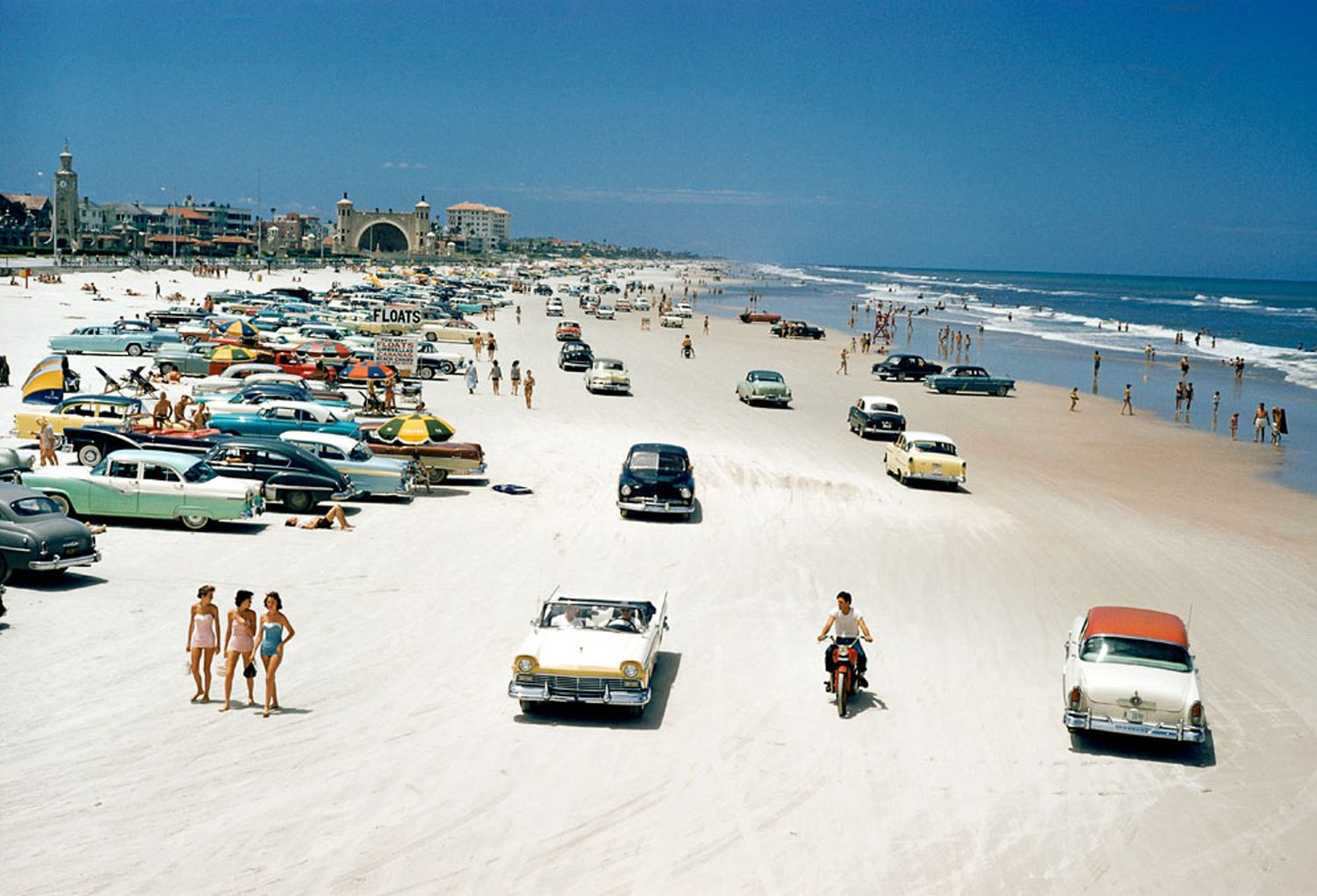 Traffic-congestion-on-Daytona-Beach-Florida-1957-Photo-©-J.-Baylor-Roberts-National-Geographic-Getty-Images