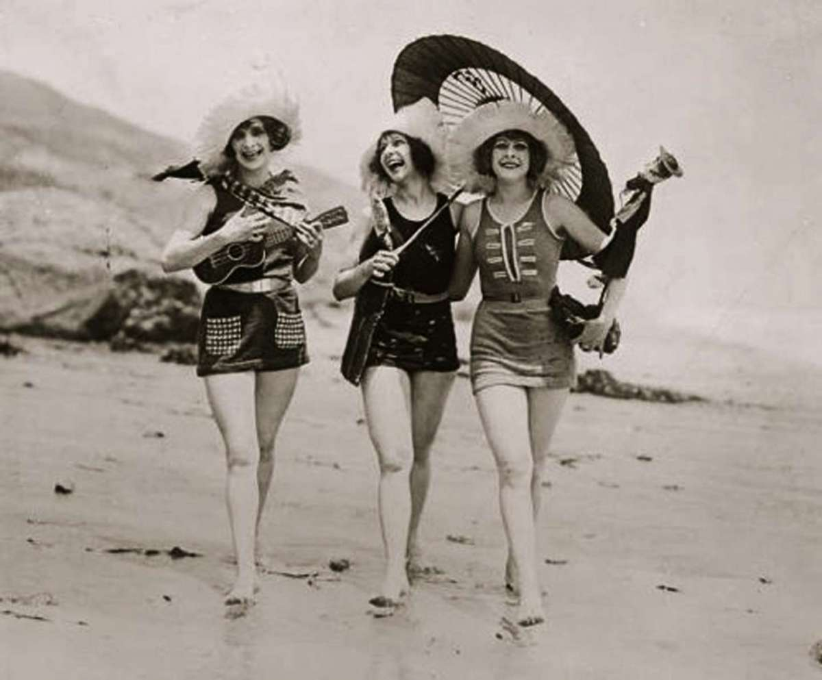 Beach Fashion in the 20s - thechicflaneuse