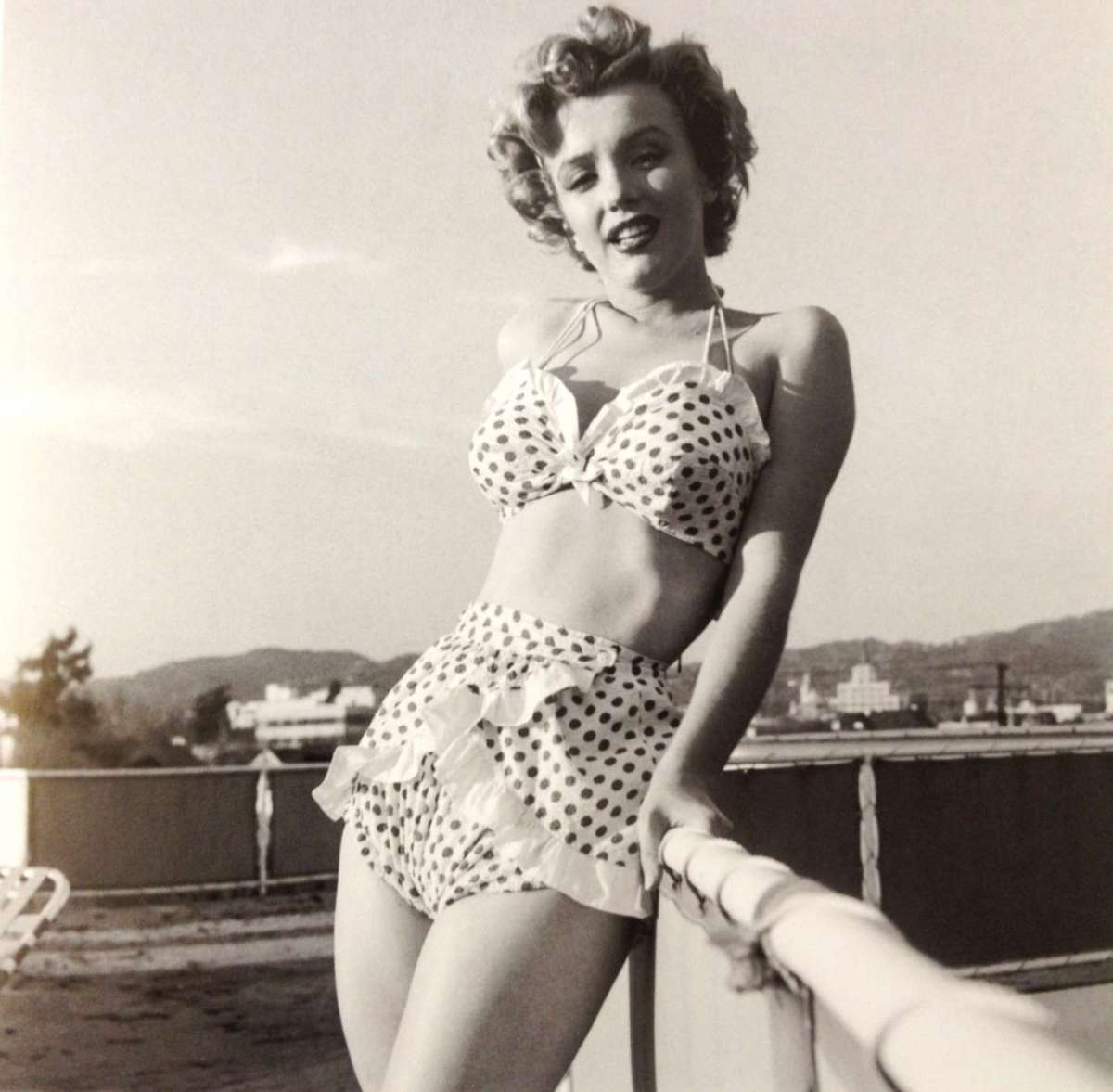 marilyn-monroe 50s swimming suit