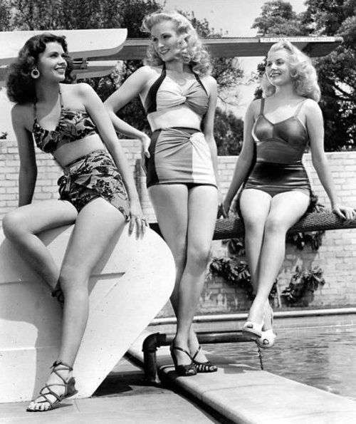 midkini-and-one-piece-swimming-suits-in-the-50s - thechcicflaneuse
