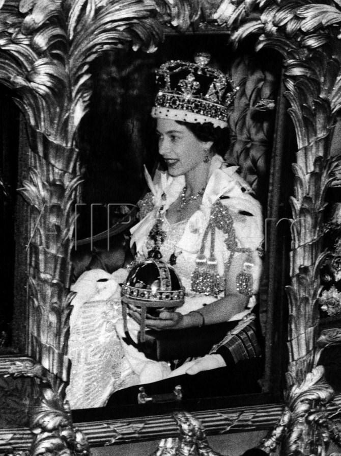 queen elisabeth II coronation day thechicflaneuse