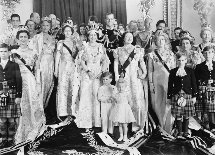queen elisabeth coronation day family portrait thechicflaneuse