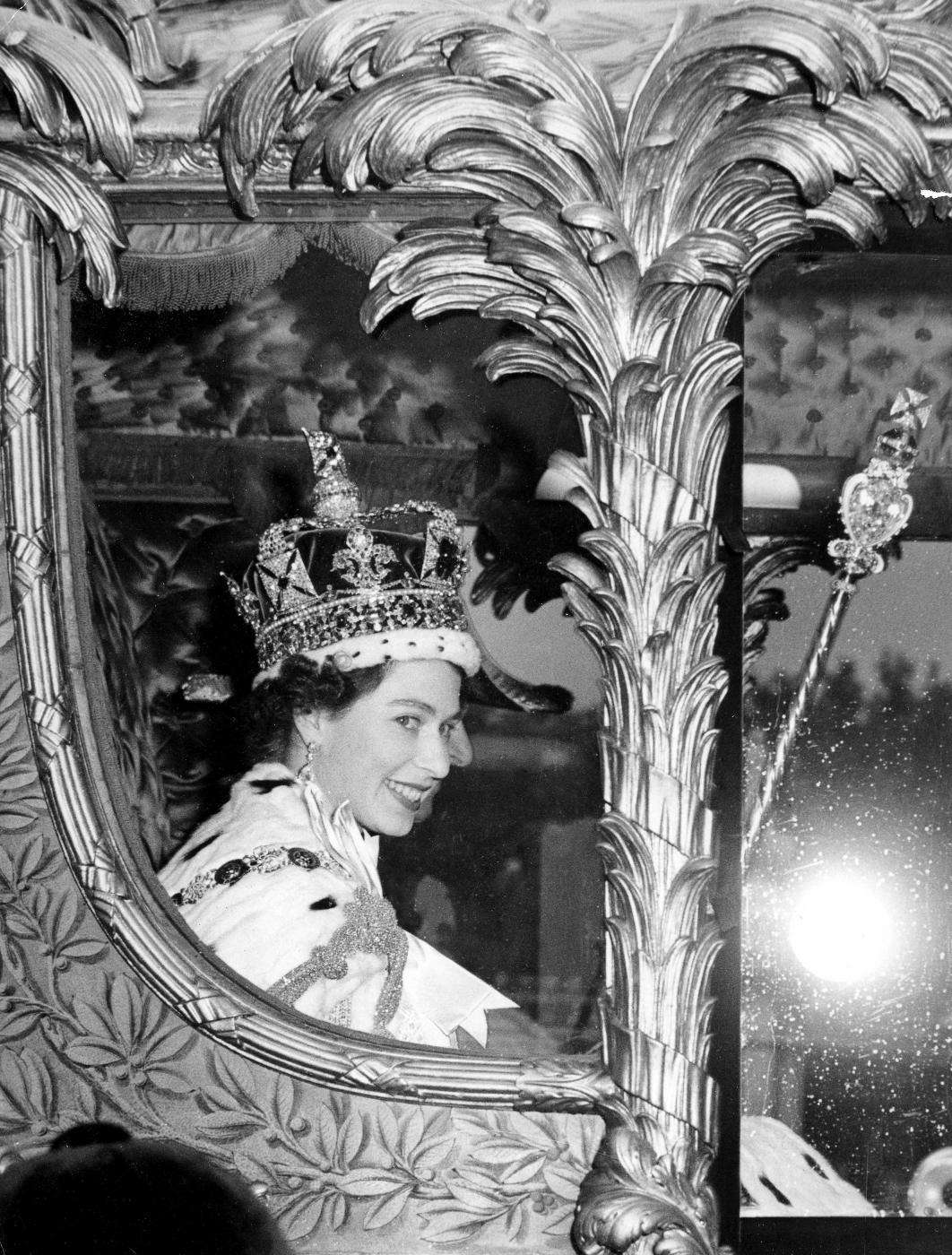 queen elisabeth coronation day on the carriage thechicflaneuse