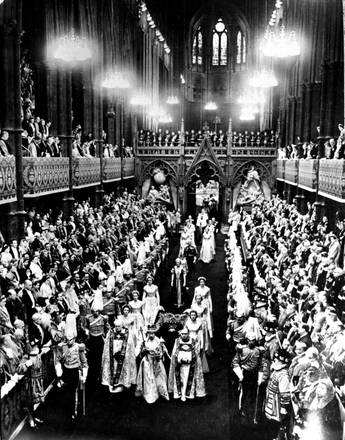 queen elisabeth coronation procession-thechiflaneuse