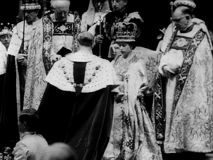 queen elisabeth coronation thechicflaneuse 4