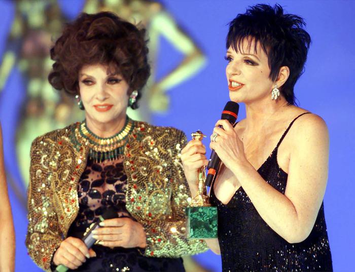 Liza Minnelli riceve il David Speciale di Donatello da Gina Lollobrigida (s). CLAUDIO ONORATI/ANSA