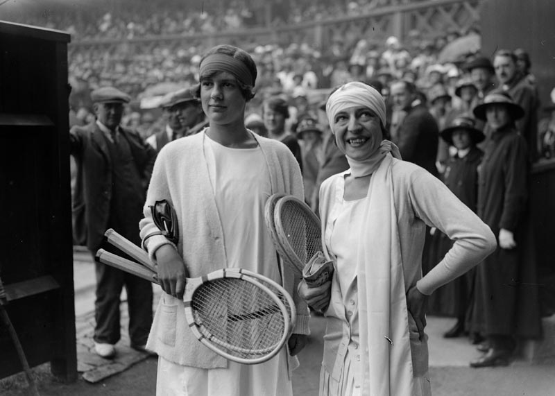 1925 Joan Fry (left) and France's Suzanne Lenglen