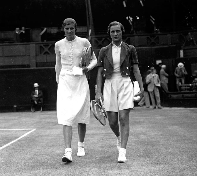 1935 Mrs H. Sperling and Miss Helen Jacobs