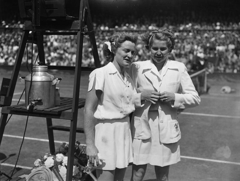 1946 Pauline Betz (left) e Louise Brough - thechicflaneuse