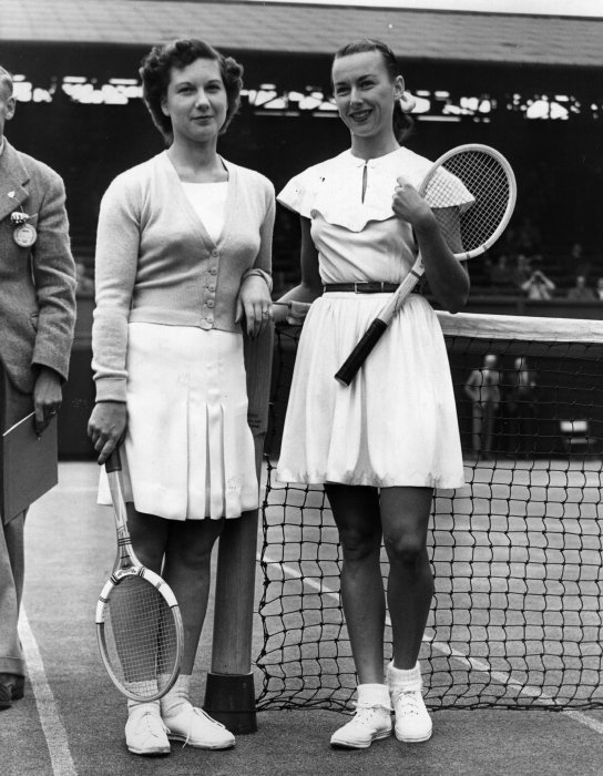 1949 The Americam player Gertrude 'Gussie' Moran - right - and her rival the British Wilford – Photo Getty Images