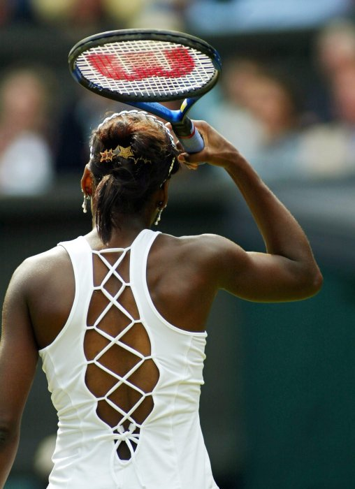 2003 Venus Williams wearing a corset style tank top – Photo Getty Images