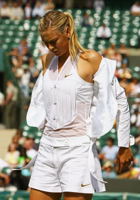 2008 Maria Sharapova wearing a very elegant white plastron shirt and a jacket at Wimbledon – thechicflaneuse Photo Getty Images