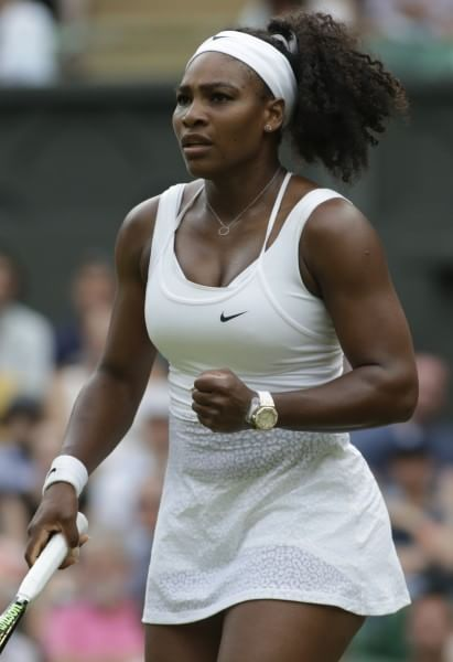 2015 Serena William wearing a big gold watch