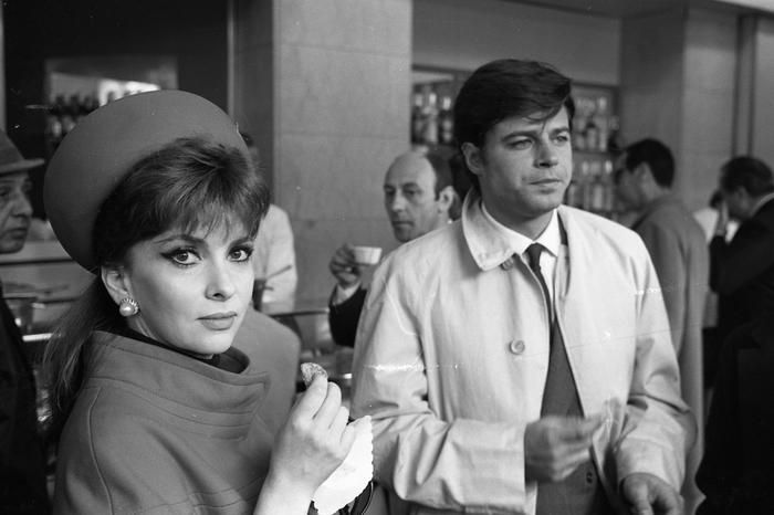 French actor Jean Sorel with Italian actress Gina Lollobrigida inside the courthouse in Rome, Italy, 6 April 1967. ANSA/OLDPIX L'attore francese Jean Sorel con l'attrice Gina Lollobrigida all'interno del tribunale di Roma, Italia, 6 aprile 1967. ANSA/OLDPIX