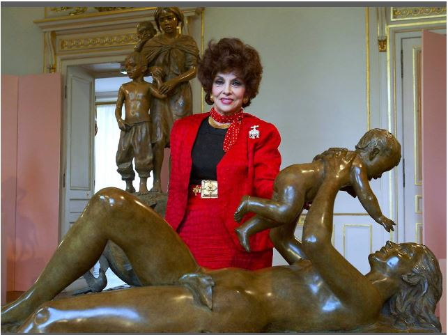 Gina Lollobrigida in Paris 2003 with her sculptures