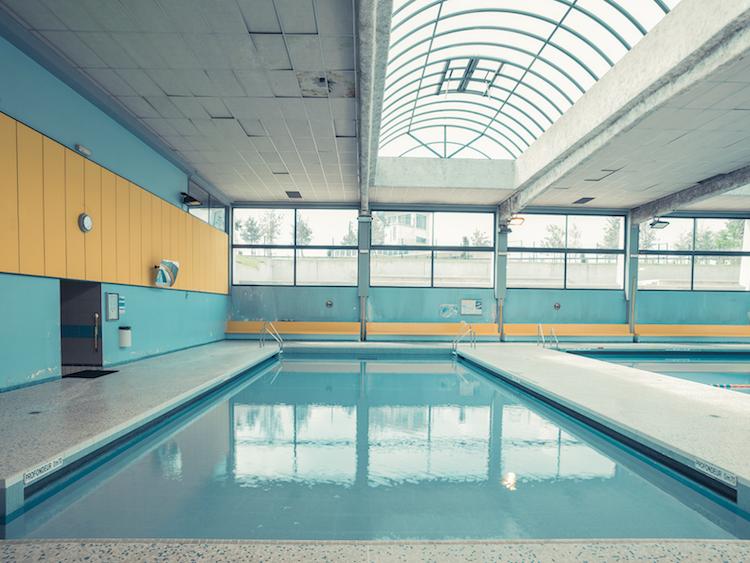 Empty Pool - accidental wes anderson - thechicflaneuse