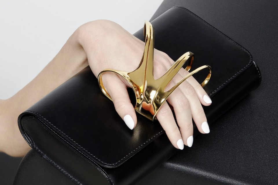 zaha hadid-perrin paris glove-clutch-black and glold thechicflaneuse