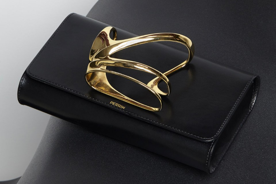 zaha-hadid-perrin paris glove-clutch-black the chicflaneuse