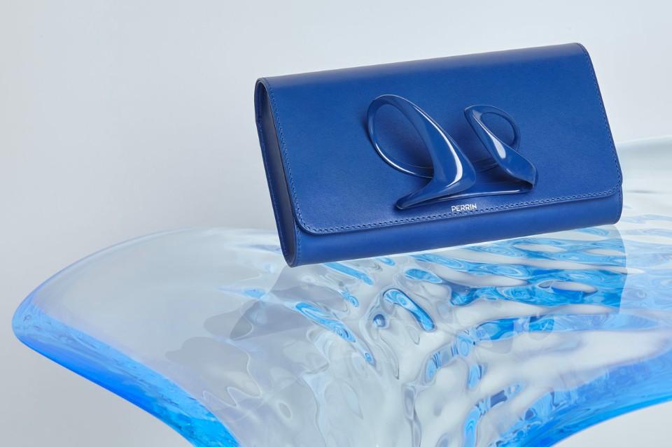 zaha-hadid-perrin paris glove-clutch-blue thechicflaneuse