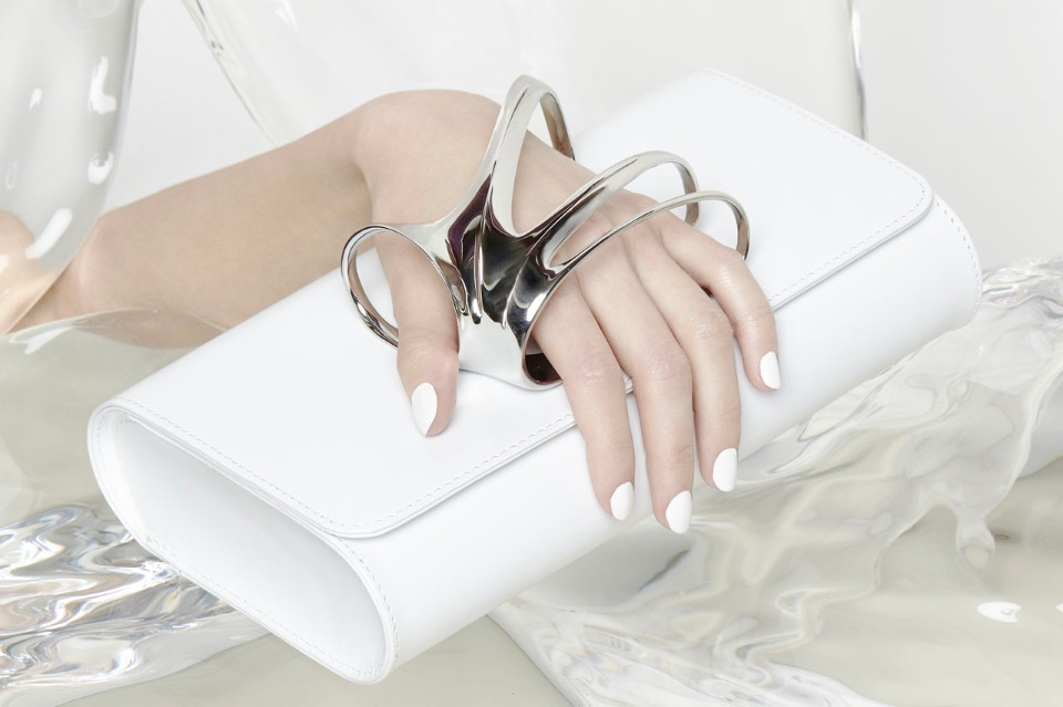 zaha-hadid-perrin paris glove-clutch-white thechicflaneuse