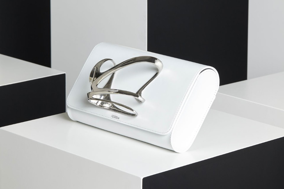 zaha-hadid-perrin paris glove-clutch-white