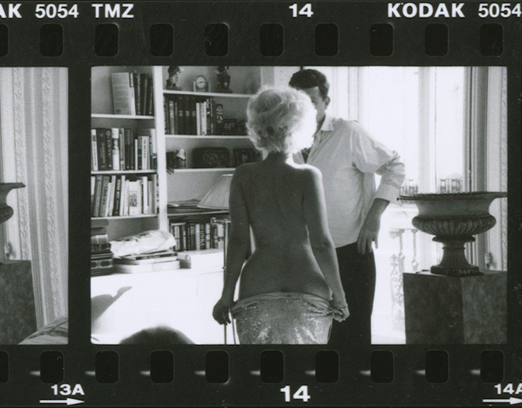 Alison Jackson, Marilyn undressing in front of JFK © Alison Jackson