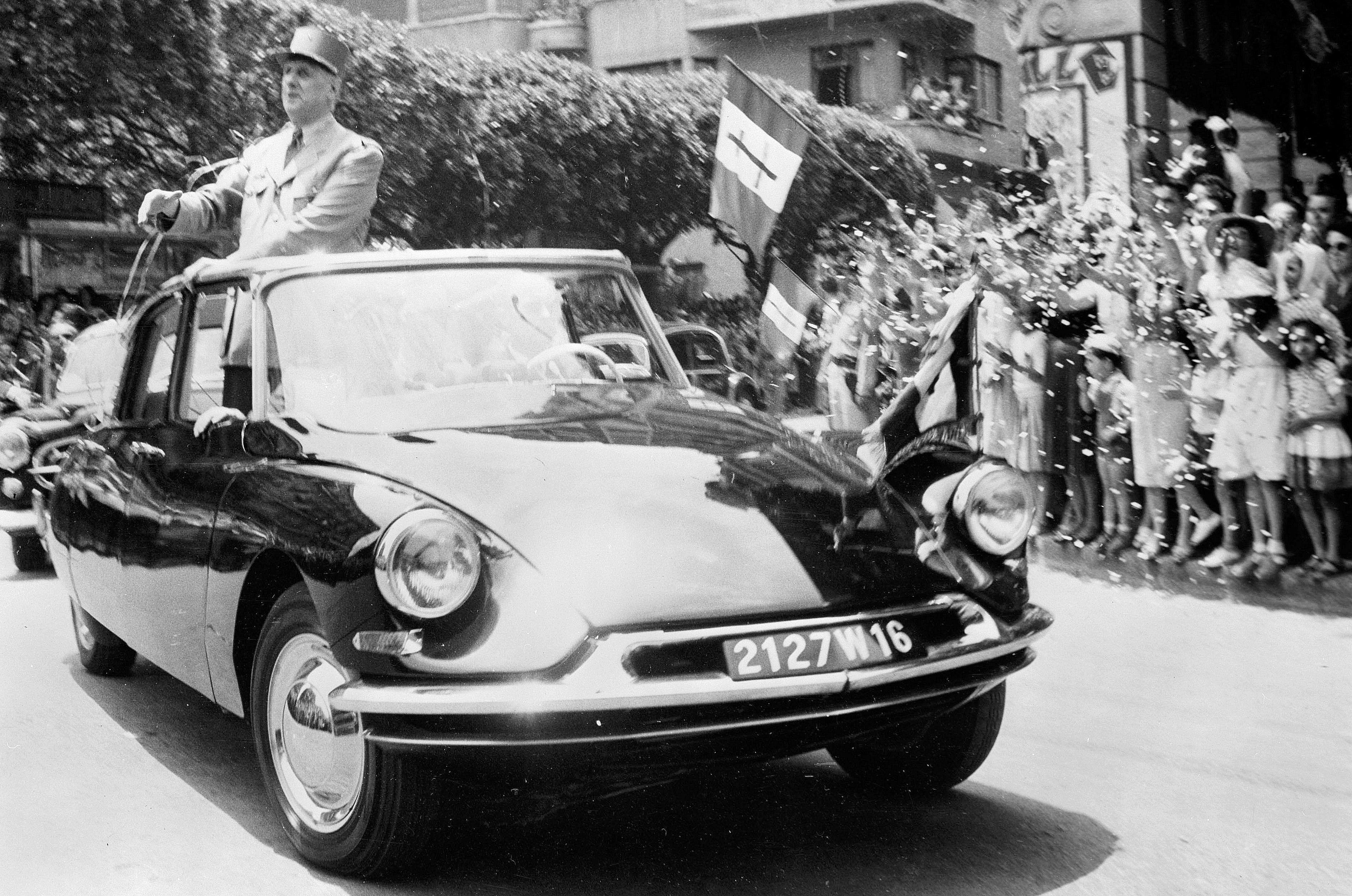 Général De Gaulle on a DS