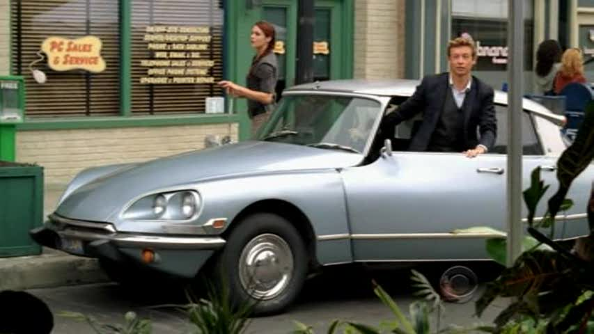 Patrick Jane drives a Citroend DS in The Mentalist