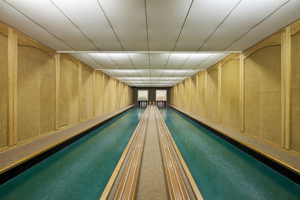 vintage-bowling-alleys-robert-gotzfried-1 - the chic flaneuse