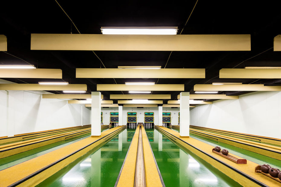 vintage bowling alleys robert gotzfried 12 - the chic flaneuse