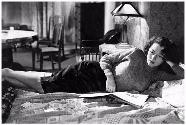 Ava Gardner reading