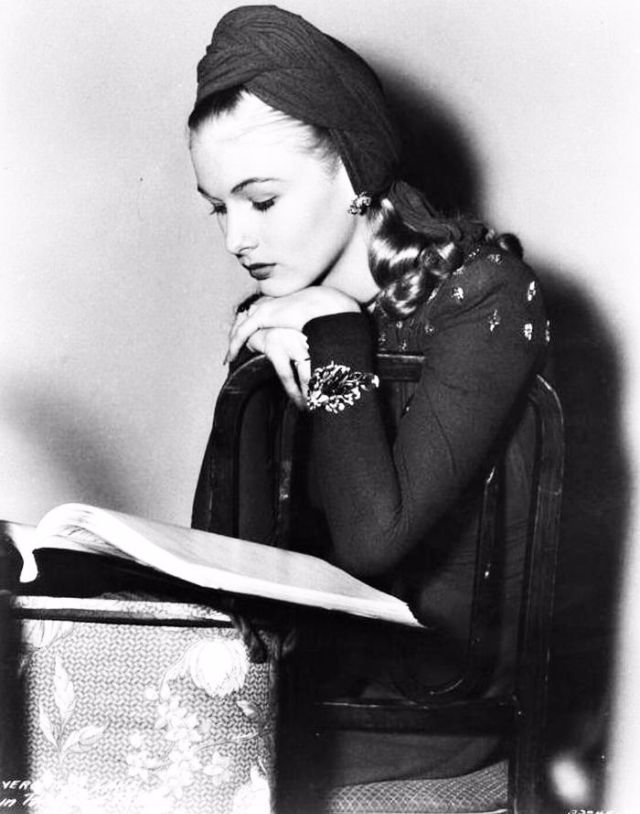 Veronica lake reading