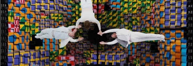 ok go obsession video colored paper as pixel