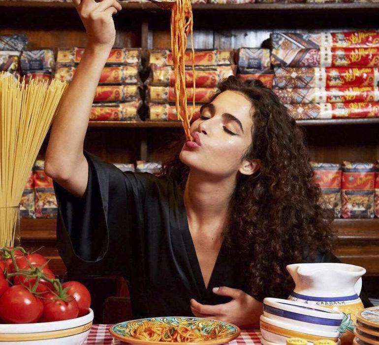 Dolce-Gabbana-pasta-model eating pasta